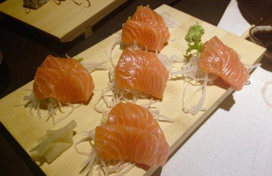 Youki Japanese Restaurant: Sashimi salmone x2