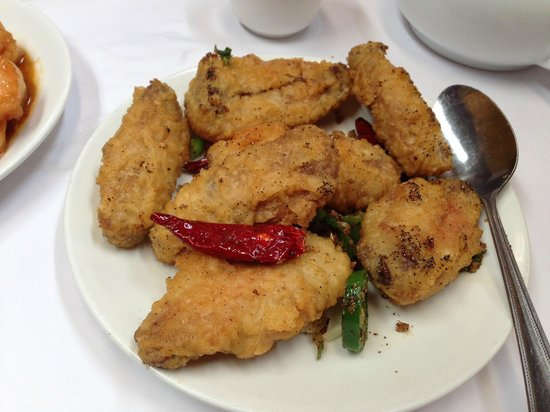Great Wall Restaurant: Salt and Pepper Chicken Wings