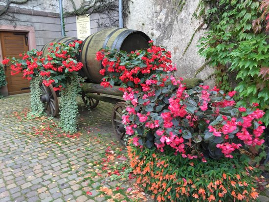 Kientzheim, France: Beautiful wine cart