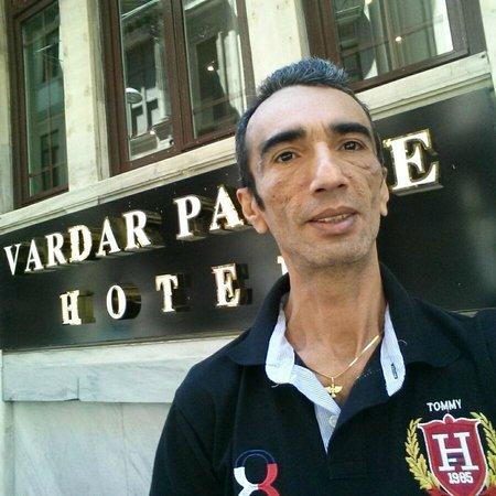 Vardar Palace Hotel: Fachada lateral