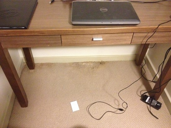 Auckland Takapuna Oaks: Dirt under the desk - not cleaned once