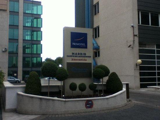 Novotel Madrid Campo de las Naciones: Hotel Drive In