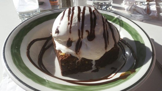 Figtree's Cafe: Brownie and ice cream