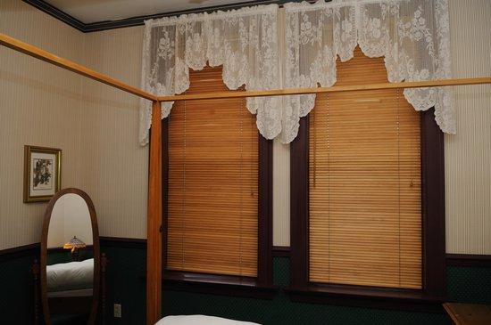 The Audubon Inn : Bedroom windows