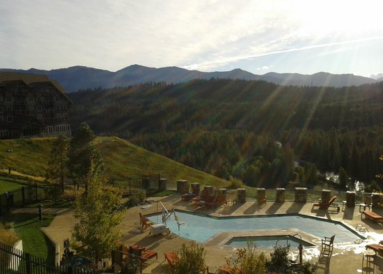 Suncadia Resort: This is the view from my suite in the mid-afternoon overlooking lodge pool and river valley beyo