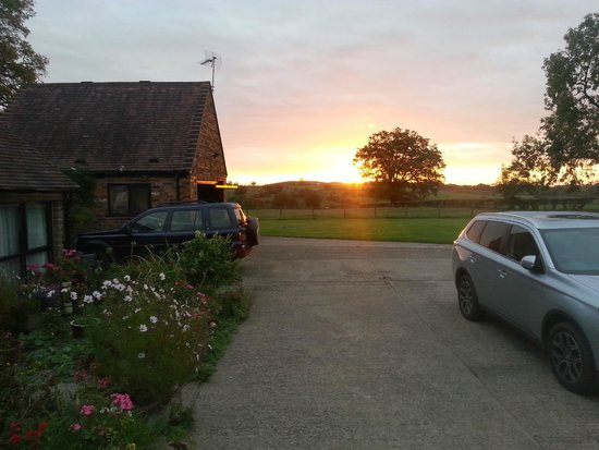 Cox's Barn B&B: Morning sunrise