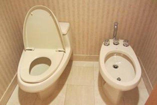 Stupendous Master Bath Toilet And Bidet Picture Of Pan Pacific Inzonedesignstudio Interior Chair Design Inzonedesignstudiocom