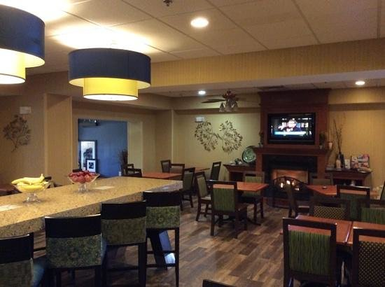 Hampton Inn Harrisonburg South: Part of the Breakfast Area