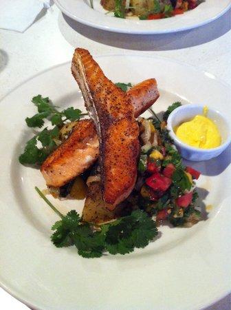 Rowan Moon Bistro: Salmon Dinner