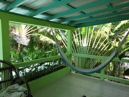 Casa Placencia Belize: Balcony on the upper back unit.