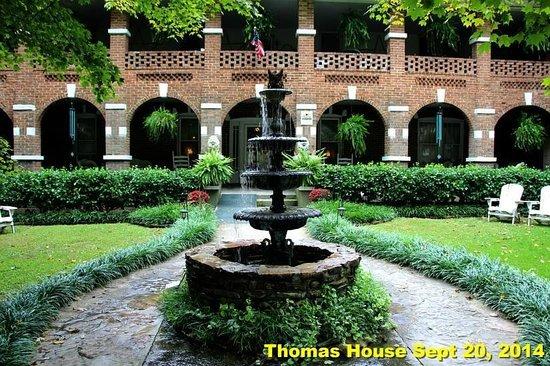 Thomas House: Front