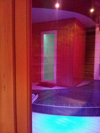 Bagno Turco Con Cromoterapia.Bagno Turco Con Cromoterapia Visto Dalla Sauna Picture Of Welcome