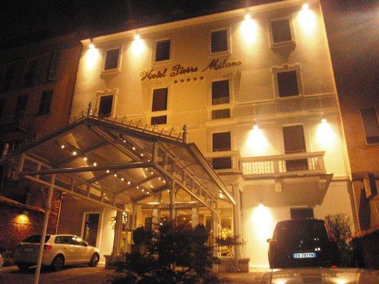 Hotel Pierre Milano: Frente y Fachada