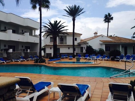 Hotel Porfirio: Pool is located inside the yard