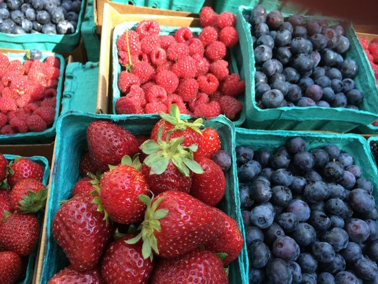 Portland Farmers Market: Fresh Berries at the Portland State Farmers Market