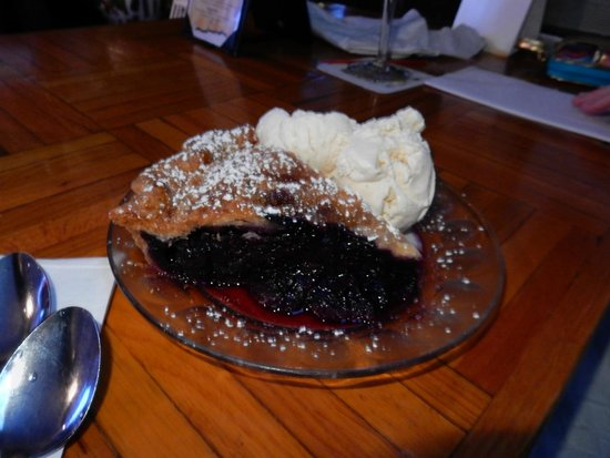 Delaney's Hole in the Wall: Momma's blueberry pie!!