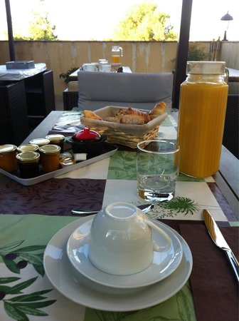 Chambres D 'Hôtes Sérénita Di Giacometti: Breakfast on the terrace