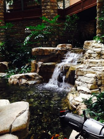 شاتوه أون ذا ليك ريزورت سبا آند كونفنشن: Atrium mini waterfall