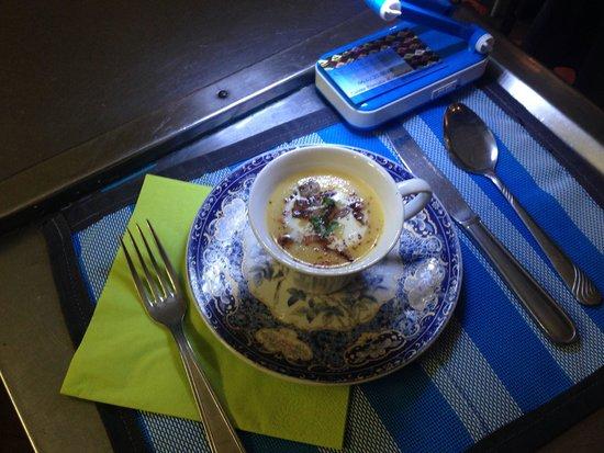 Quartier d'ete : Cspuccino d'asperges et potiron , petits lardons