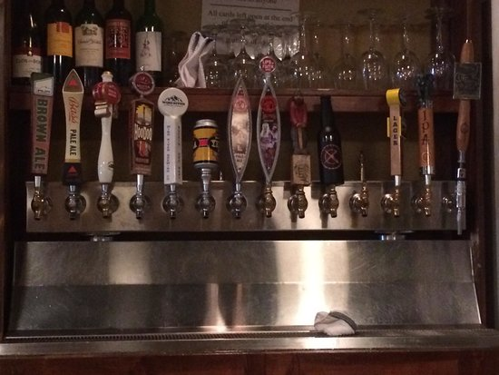 Crowbar & Grill: Awesome tap selection! Best in county!