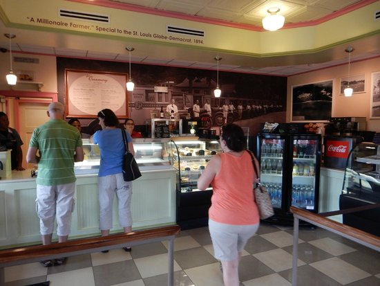 Biltmore Estate Ice Cream Parlor: Old style creamery.