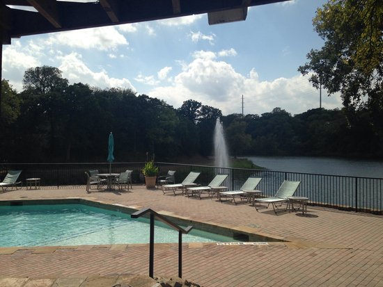 Hilton DFW Lakes Executive Conference Center: beautiful peaceful outdoor pool overlooking the lake