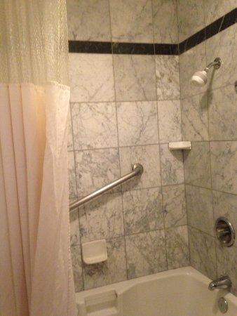 The Mission Inn Santa Clara: Bathroom