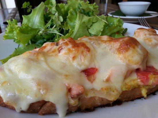 Bistro & Cafe Ban Vat Sene : Tartine Au Salmon