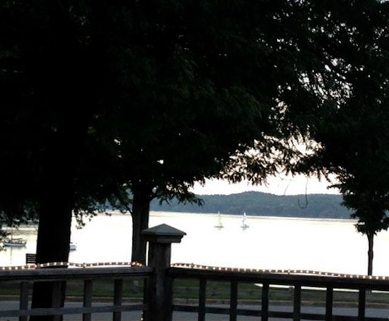 Bayview Bar & Grill: View of Malletts Bay at Bayview Eats