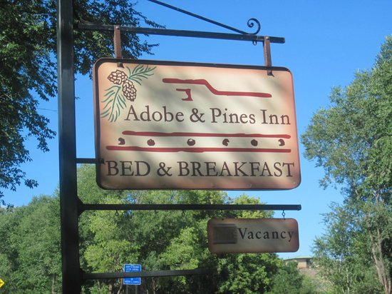 Adobe and Pines Inn B&B: Peaceful surroundings beyond this sign