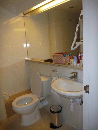 Altius Boutique Hotel: Bathroom