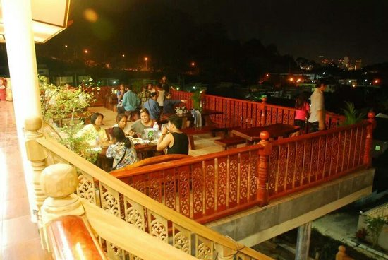 Poo Nurntong Restaurant: Welcome to enjoy with good food and nice view.