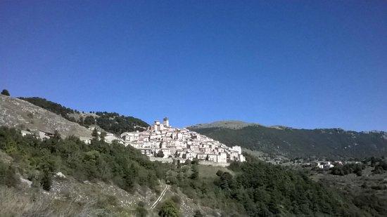 Castel del Monte, Italy: Borgo