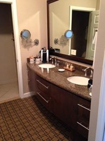 Hotel Vista Del Mar: Cant beat his and hers sink fixtures.