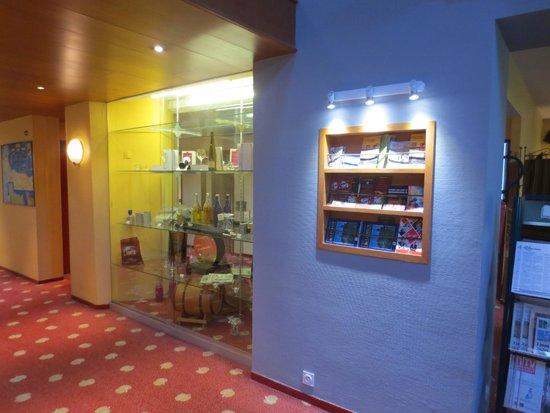 Hotel Mercure Lisieux : Souvenir Shop