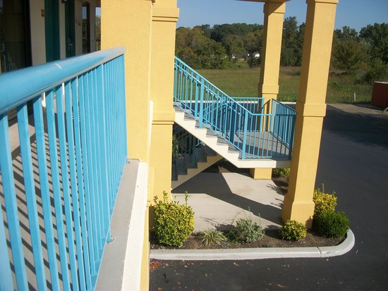 Baymont Inn & Suites Franklin: Staicase