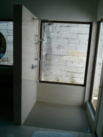 BuBu Villa: One of the new houses, shower really nice