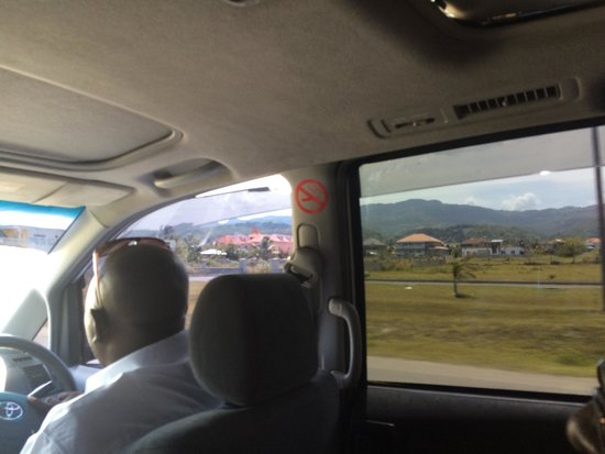 Antsman Tour Jamaica: On the way to Negril or Ocho Rios or Montego Bay ��