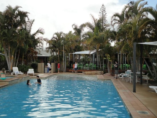 Blue Dolphin Holiday Resort: Pool area