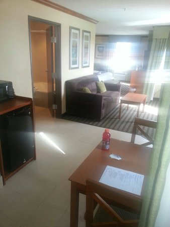 Best Western Plus Seawall Inn & Suites By The Beach: Living/kitchen area
