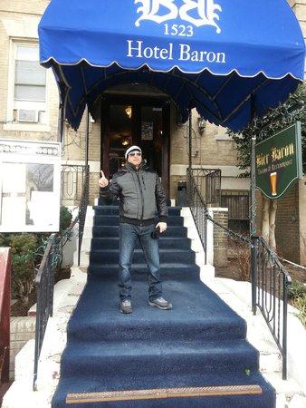 The Baron Hotel: entrada del hotel