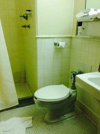 Missouri Athletic Club : MAC bathroom