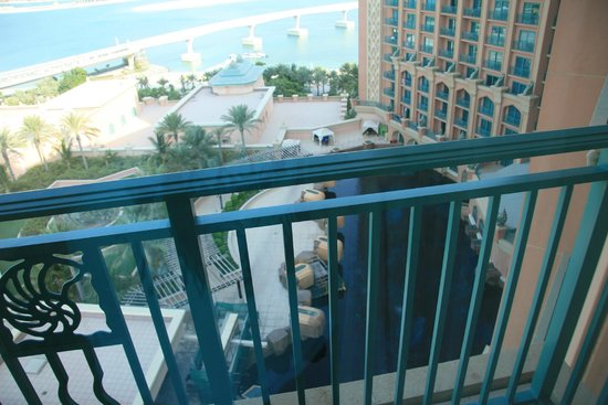 how to make more room in a small bedroom view the fish tank picture of atlantis the palm 21329