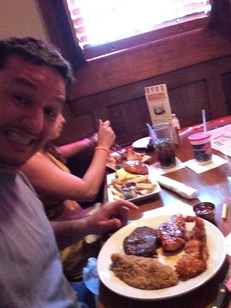 Lone Star Steakhouse & Saloon: Peixe, steak e camarão, prato estranho mas muitooo bom.