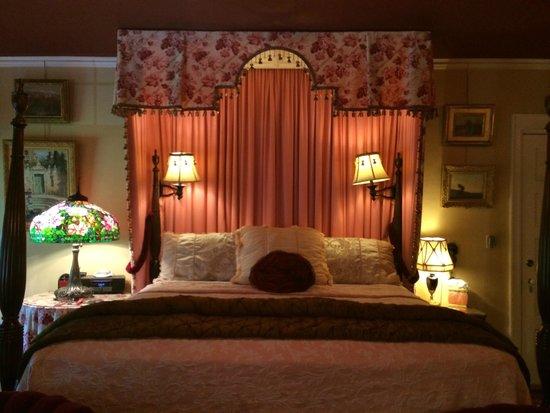 Juniper Hill Bed & Breakfast : Mary Cassatt Room