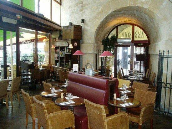 Caf jardin de l 39 arrosoir picture of l 39 arrosoir paris for Diner jardin paris