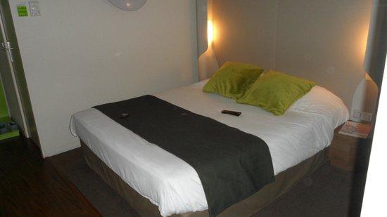Campanile Poitiers - Site Du Futuroscope: le lit
