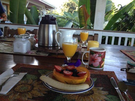 Lilikoi Inn : Breakfast, course 1 of more to come