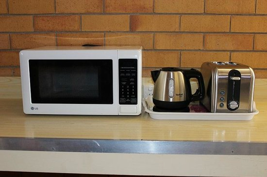 Glen Haven Motor Inn: Microwave, Kettle & Toaster in every room