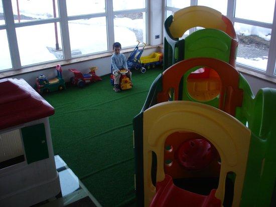 Sala giochi interna foto di chalet del sole livigno for Sala giochi del garage
